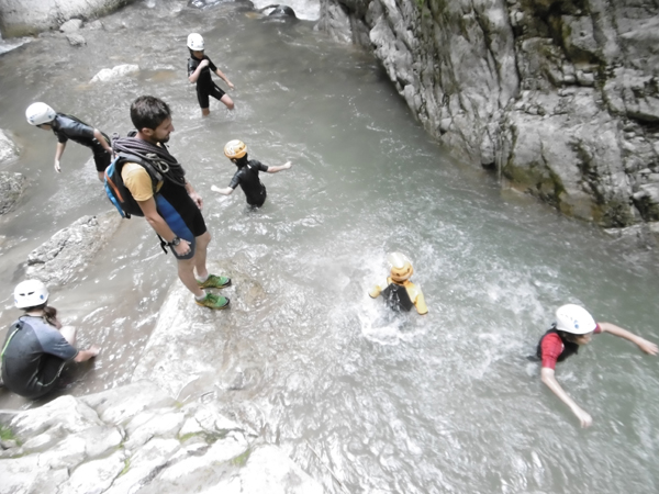 Le ruisseling, la version facile du canyoning