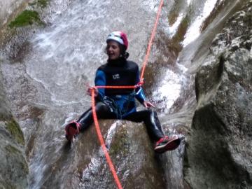 Des sauts, des toboggans et des rappel pour le canyon de Montmin