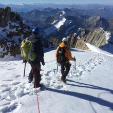 En descendant du Dôme Occidental (3670 m) en direction de l'Aiguille de la Bérangère (3425 m)