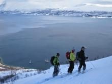 On skie jusqu'au bateau